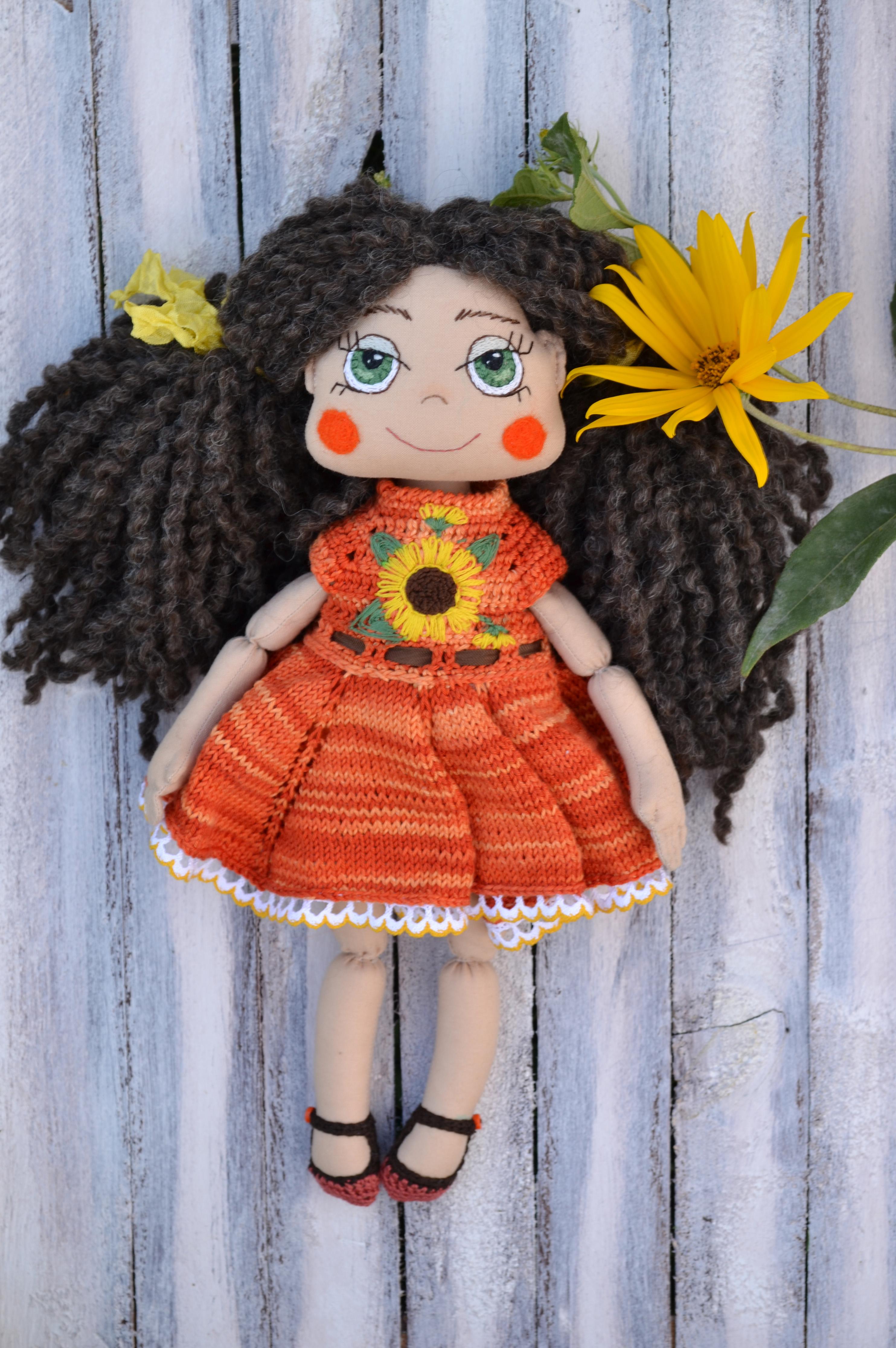 Сонячна лялька в сонячній сукні 62d645fbe611f